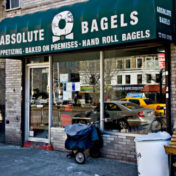 Dégustez les bagels de Absolute Bagels à New York